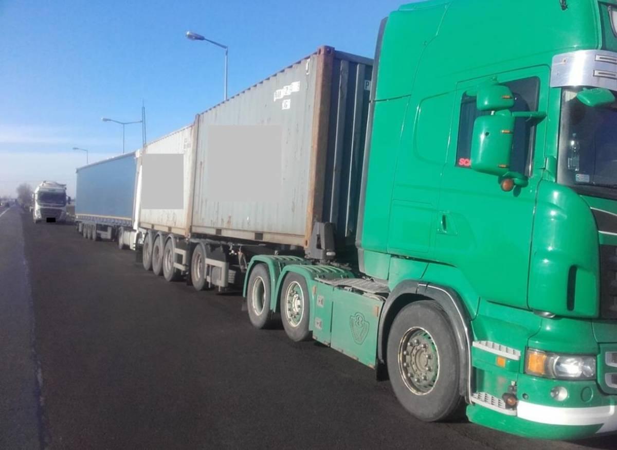 |  La foto es sobre Los inspectores de Łowicz detuvieron a un camionero que interfirió con el tacógrafo fue agregada por el portal lowicz24.eu - en 2021